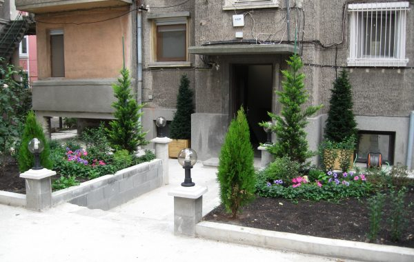 Вътрешен двор – Бургас ЦГЧ (градска градина)