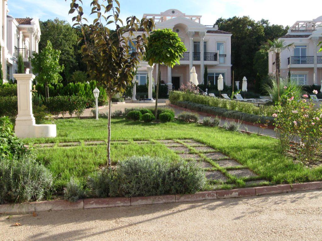 Поддръжка на градински площи