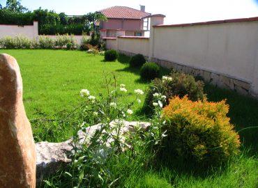 Проект на вилен двор с екстри