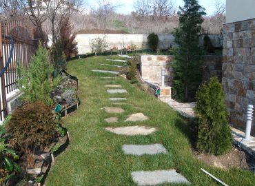 Изграждане плочопътека на тревна фуга